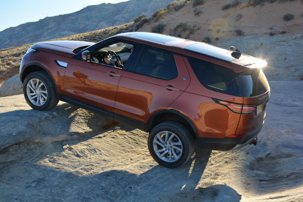 First-Drive-2017-Land-Rover-Discovery-still-the-all-versatile-warrior-600x400