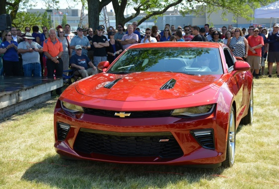 2016 Camaro revealed in front of its many fans