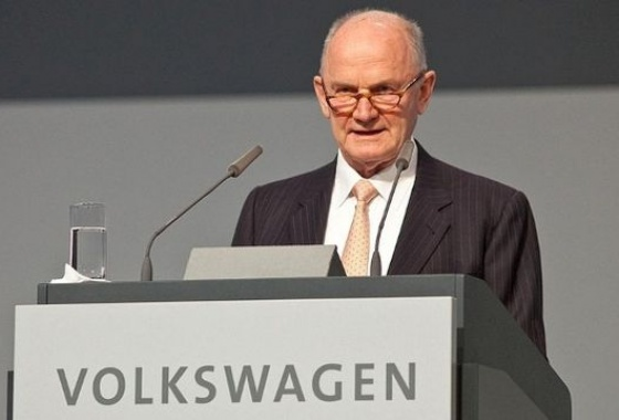 Volkswagen chair Piech resigns over power struggle